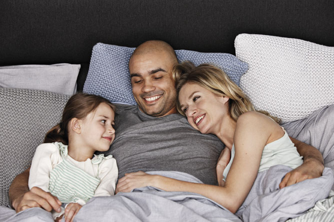 M_Family in bed_indoor